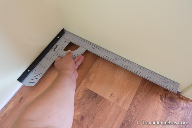 Comment poser des plinthes travailler le bois for Comment couper les plinthes en angle