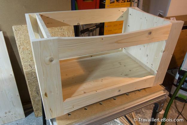 Fabrication d 39 un coffre jouets en bois travailler le bois - Fabriquer un banc en planches ...
