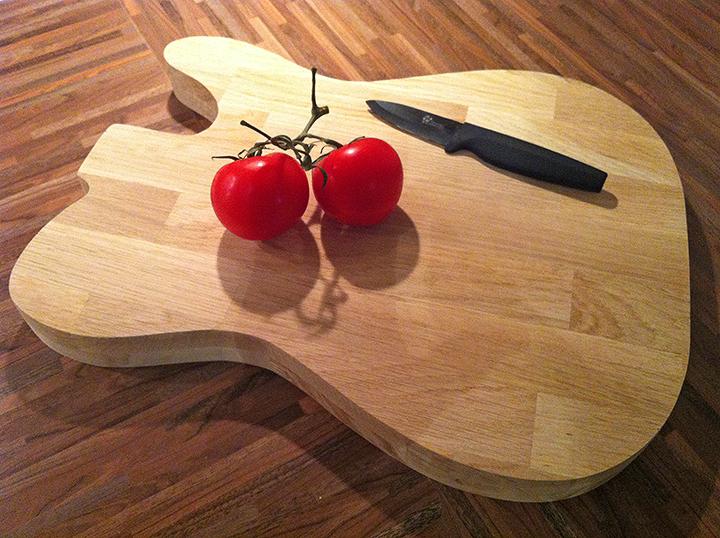 Une planche d couper en forme de guitare lectrique - Couper un morceau de musique en ligne ...