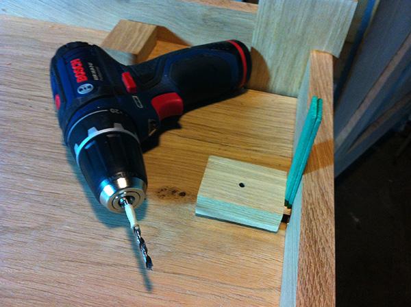 Travailler le bois table chêne Bosch GSR