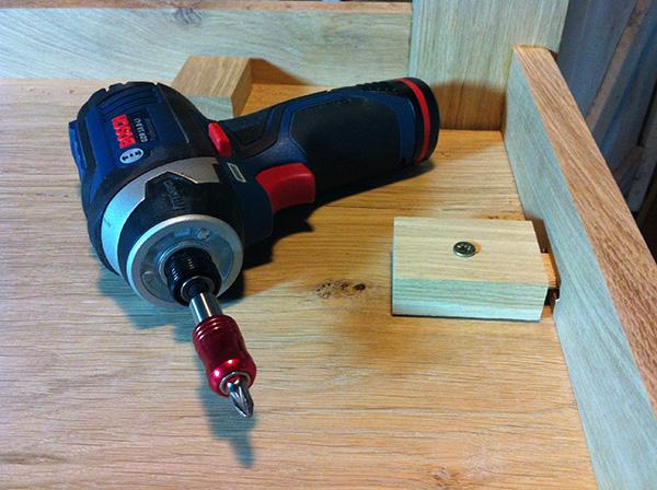 Travailler le bois table chêne Bosch GDR