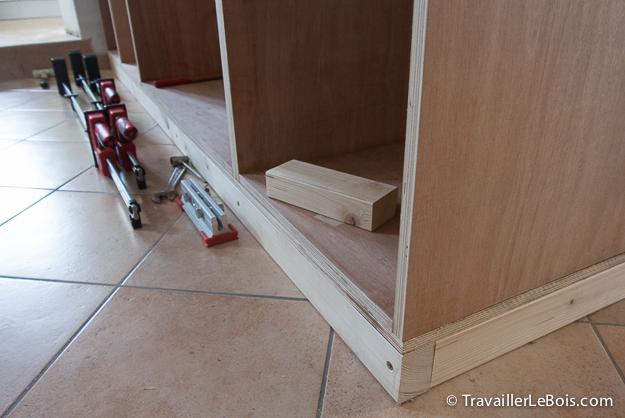 Assembler les caissons d'un placard