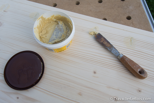 Reboucher trou avec pâte à bois