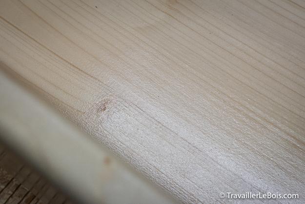 Lit de poupée en bois